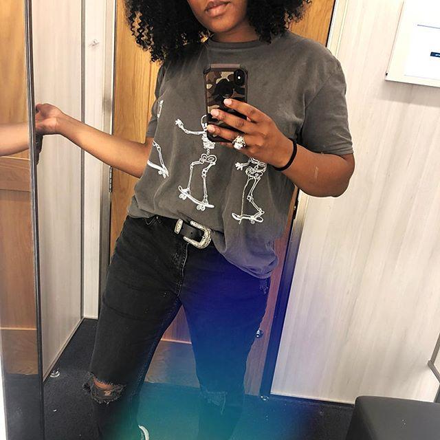 💀 👚@urbanoutfitters 👖@hm • • • • • #me #gpoy #ootd #skeletons #urbanoutfitters #hm #instafashion #instaoutfit #look #skater #grunge #grungeaesthetic #blackgirl