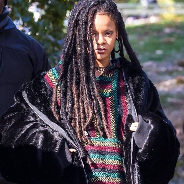 Still not over this look 😍 • • • • • • #rihanna #instaoutfit #look #serve #locs #rasta #grunge #camou #styleicon #instafashion #riri #oceans8 #obsessed #wce