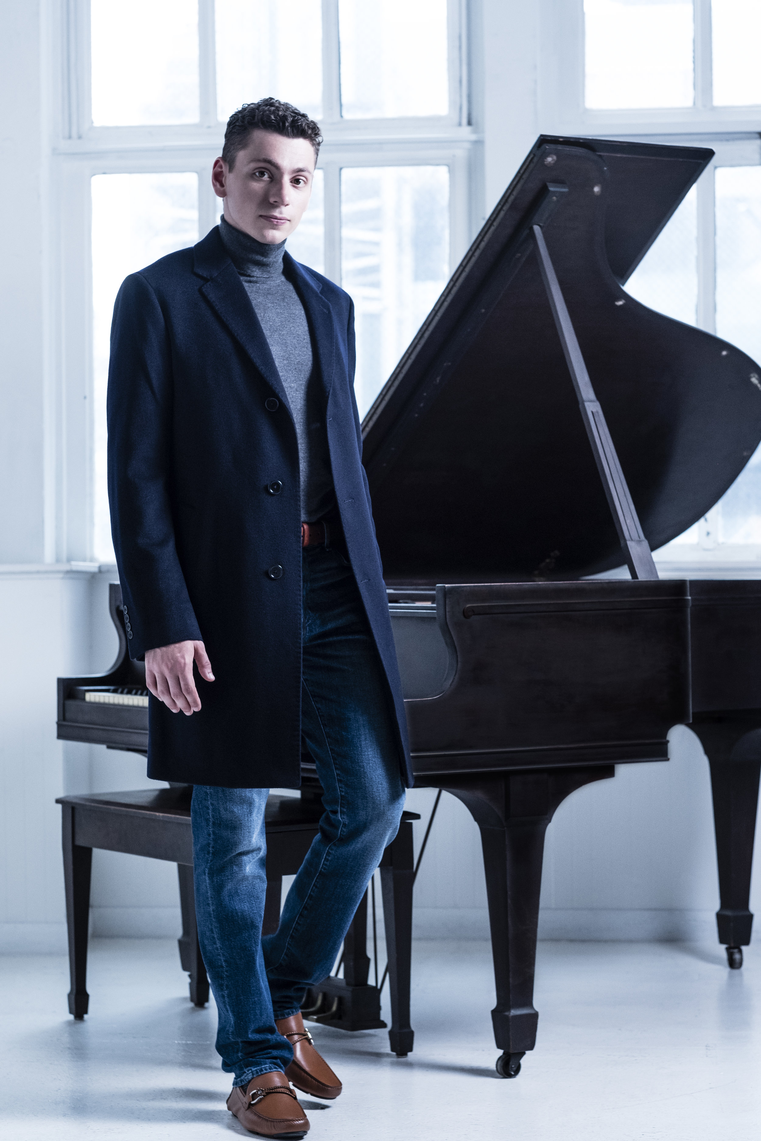 Dominic Cheli was the First Prize winner of the 2017 Concert Artists Guild Competition. A Naxos recording artist, he released his first CD of the music of Clementi in 2017, and his following album of the music of Schubert and Liszt will be available soon. His rapidly advancing career included his debut in Walt Disney Hall performing Prokofiev's 3rd Piano concerto with Valery Gergiev, his Carnegie Hall recital debut, as well as appearances with numerous orchestras across the country. He has appeared at the Mostly Mozart, Ravinia, and Virginia Arts Festivals, working with conductors such as Valery Gergiev, Matt Aucoin, Markus Huber, Rossen Milanov, Barbara Schubert, Arthur Fagen, and many others. -