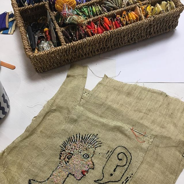 Encore GONZO with @barbaraklunder7350 today in the @commoncraft_elora studio.  What s blast 👏👏👏 thank you students for joining us and thanks Barbara for colouring outside of the lines 🧵🧵🧵#blacksheepfestival  #elora