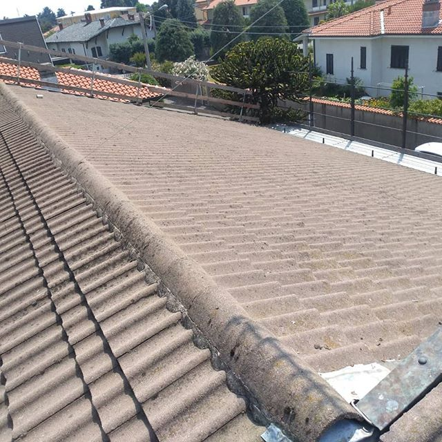 Villa indipendente Inveruno (MI) Rifacimento copertura con pannelli coibentati in alluminio preverniciato tipo Coppo Lattonedil, linea vita fissa Unith.  # coperture
