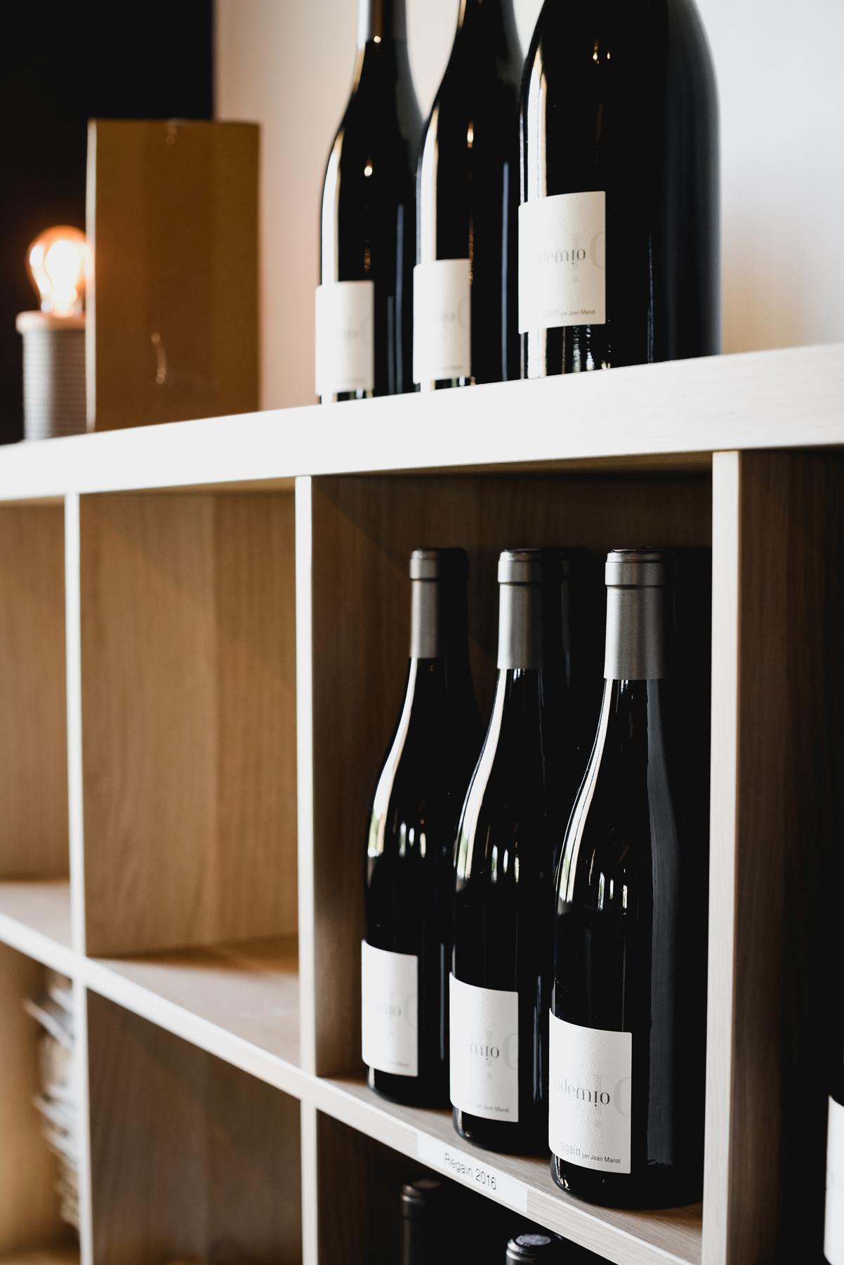 vindemio-caveau-étagère-bouteilles.jpg