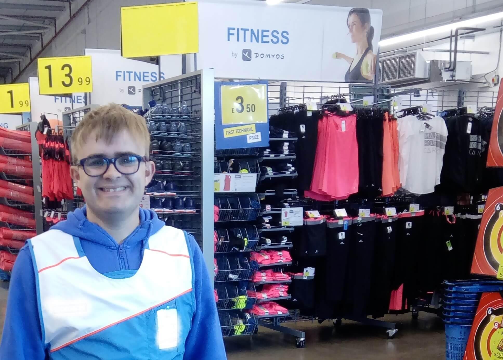 Elliot: Sport shop work -