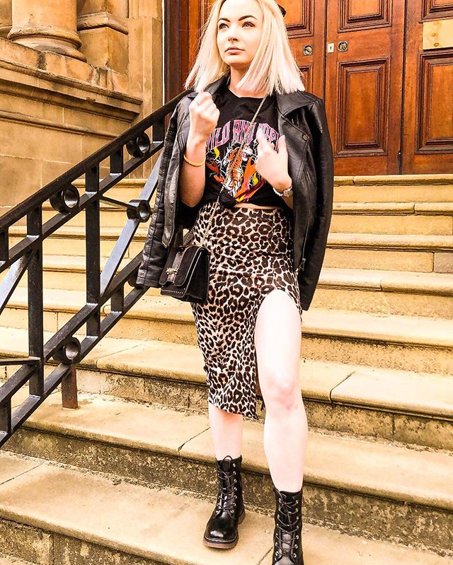 Yup I have just posted the same outfit 2 days in a row but I'm feeling it and definitely don't look like this now so let's enjoy the moment 🤷🏼♀️ #isawitfirst #iworeitfirst @isawitfirst . . . . . . . . . . . #isawicons #fashionblogger #glasgowbloggers #bloggershare #whatiwore #instalove #ukbloggers #vegan #f4f #midiskirt #fashiondaily #ootd #fashionbloggers #girl #blonde #scotland #instafashion #instapic #scottishstyle #instagood #girlsofinstagram #platinum #glasgowstyle #prettylittleinspo #styleblogger #discoverunder100k #discoverunder5k