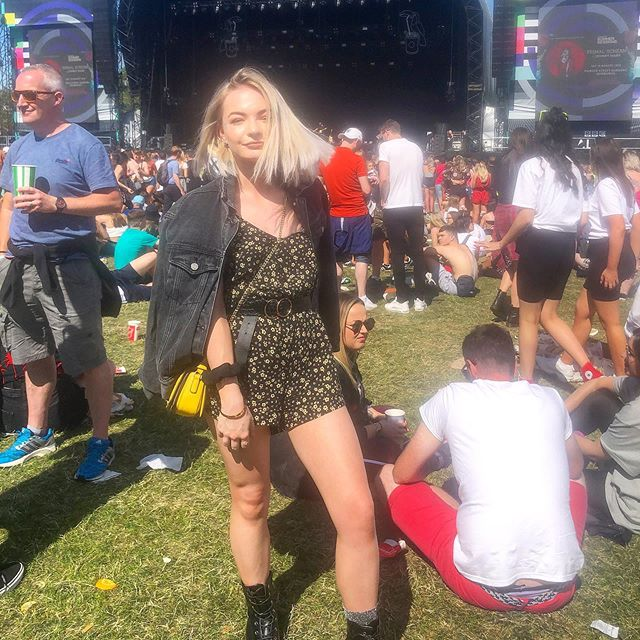A weekend in the house was rather necessary after @trnsmtfest last weekend 🏡 ps I finally launched my website go click the link in my bio . . . . . . . . . . . #girl #Glasgow #trnsmt #platinumbob #blonde #silver #festival #fashion #blogger #ukblogger #bblogger #fblogger #playsuit #festivallook #scotland #scottishstyle #scorpio #thatsdarling #glasgowstyle #bloggershare #l4l #likeback #likeforlike #blogpromotion