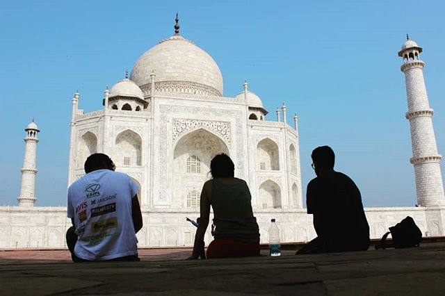 The Mighty Taj Mahal in Agra was the mid-point of The SunPedal Ride - Golden Quadrilateral journey after 3000+ kilometres on the road. The team took an early morning break to witness the heritage monument shine in the bright morning sunlight. A spectacle not to be missed!  #thesunpedalride #sunrise #sun #tajmahal #agra #monument #india