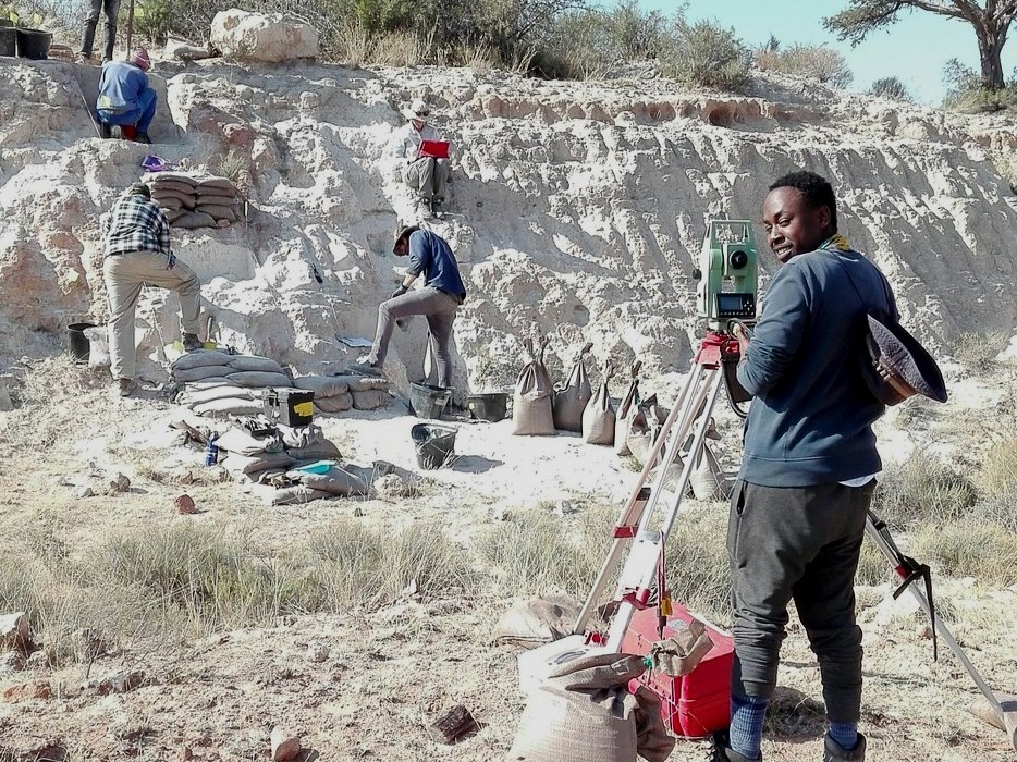 OUR PROJECTS - Our multidisciplinary research investigates the fossil record, role of hybridisation in evolution, the emergence of modern human origins and the chronology of human evolution in South Africa.