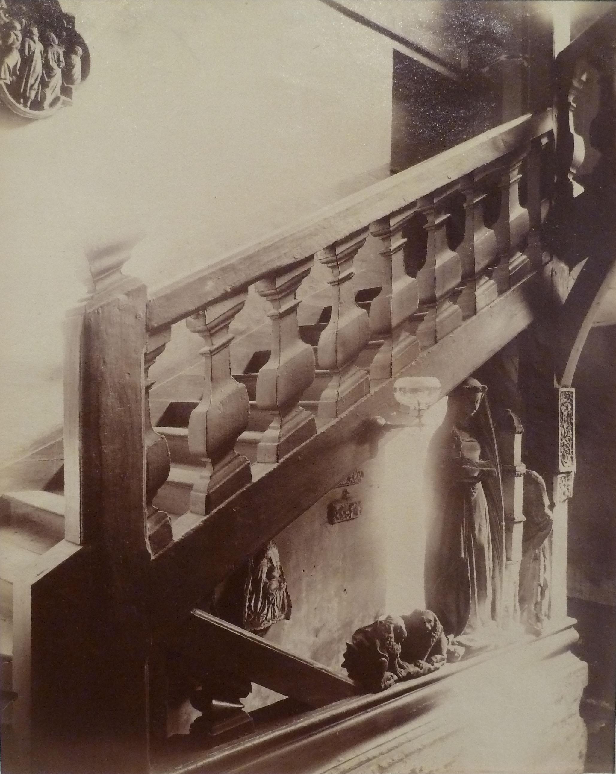 Escalier 13 quai d'Anjou, 1900