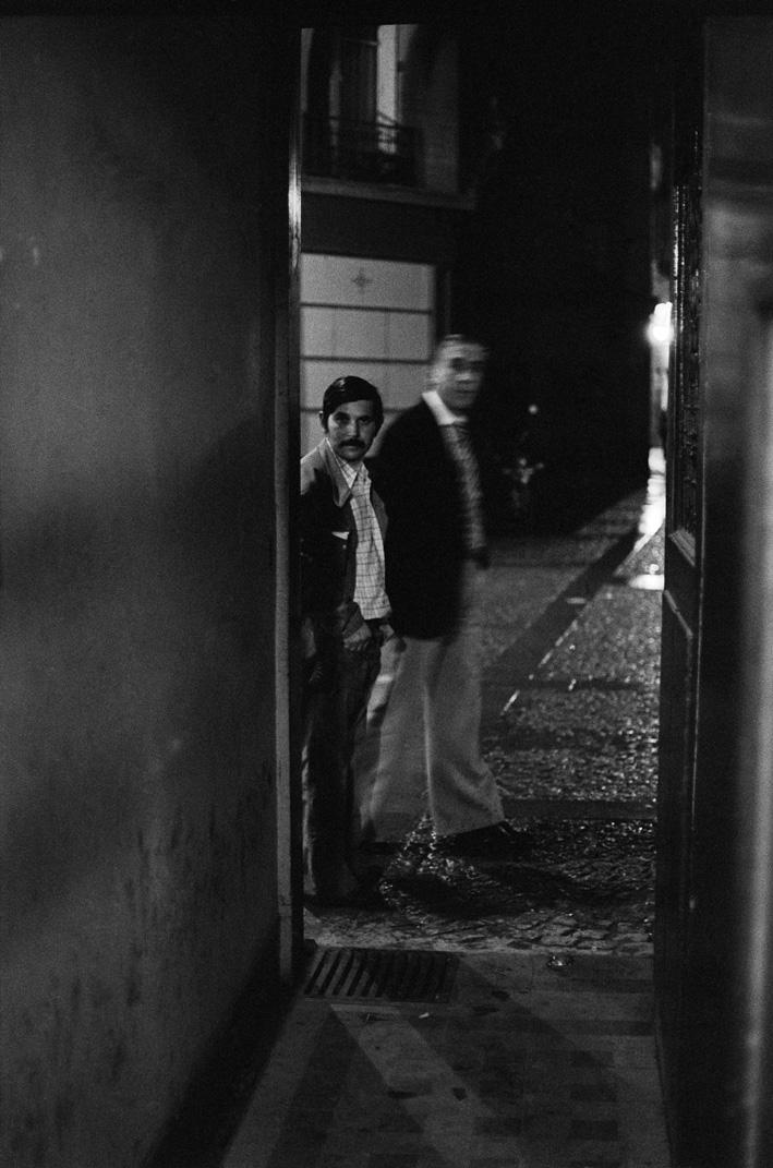 2. Rue des Lombards (Deux hommes regardent dans la porte), 1976-1977