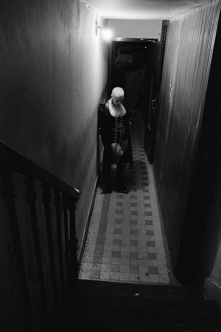 3. Rue des Lombards (Blondine avec chaînes dans le couloir), 1976-1977