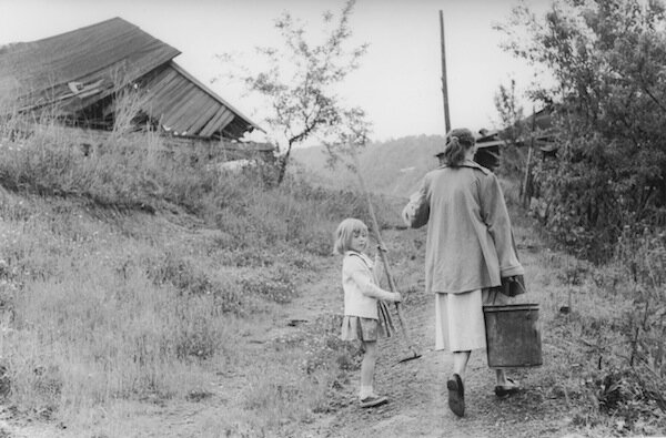 1 Woman with bucket, Kentucky.jpg