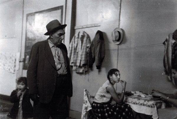 Gypsies, Oak Street, New Haven, 1955