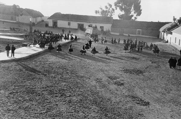 Chucuito, plaza celebration, 1964 L p98:99.jpg