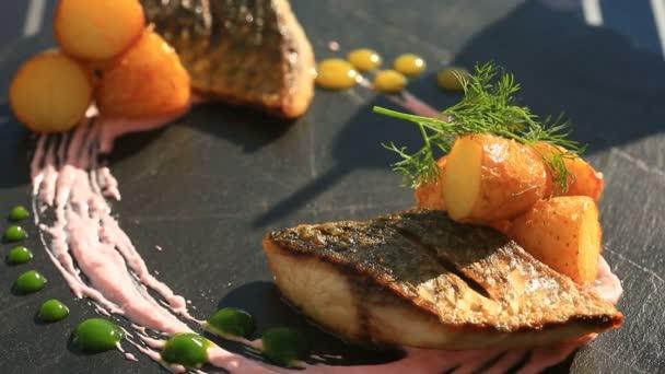 depositphotos_158407408-stockvideo-een-schotel-van-haute-cuisine.jpg