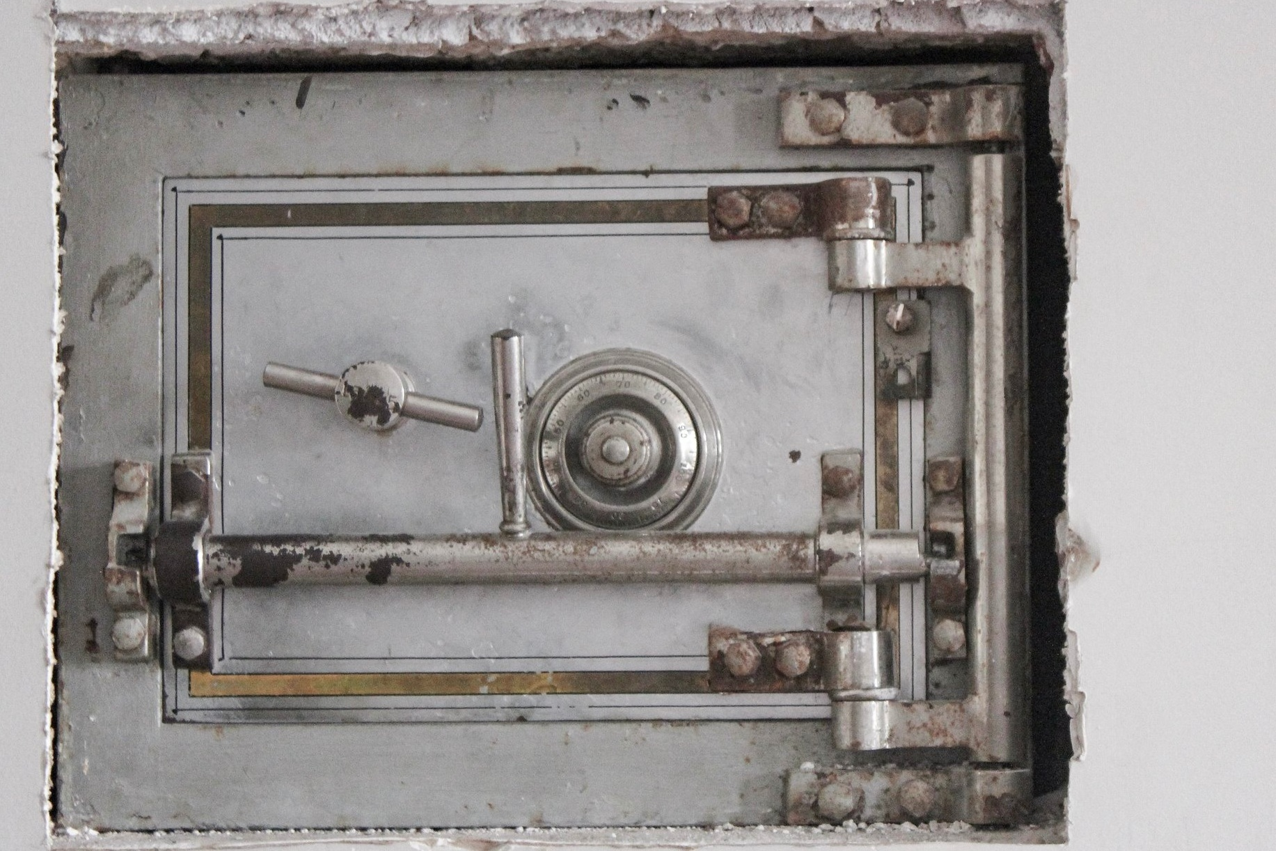 We Lock the Safe - Even if your house burns down or your business floods, The safe will keep your important files protected. With onsite and cloud backup options, even a disaster doesn't have to affect your crucial files.