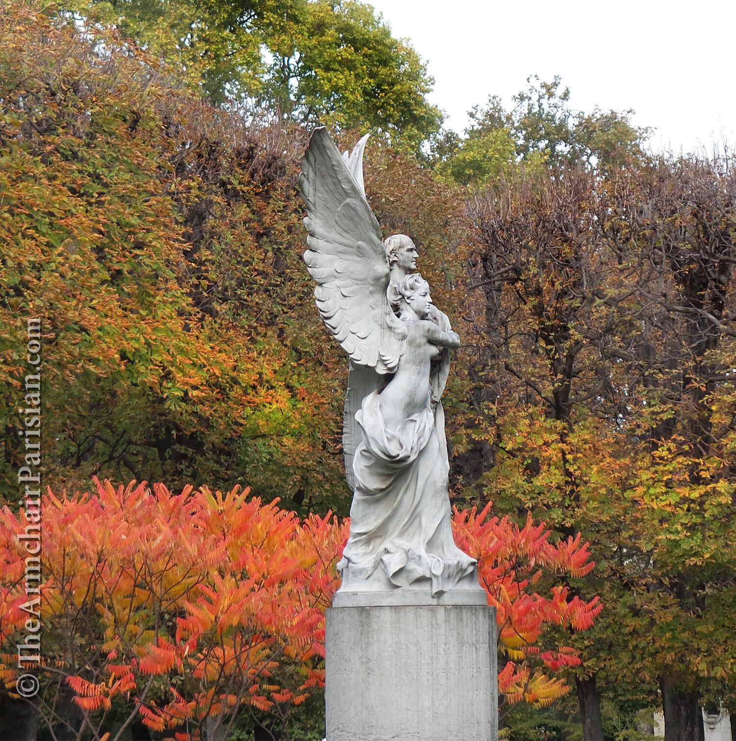 Luxembourg-Garden-statue_Armchair-Parisian.jpg