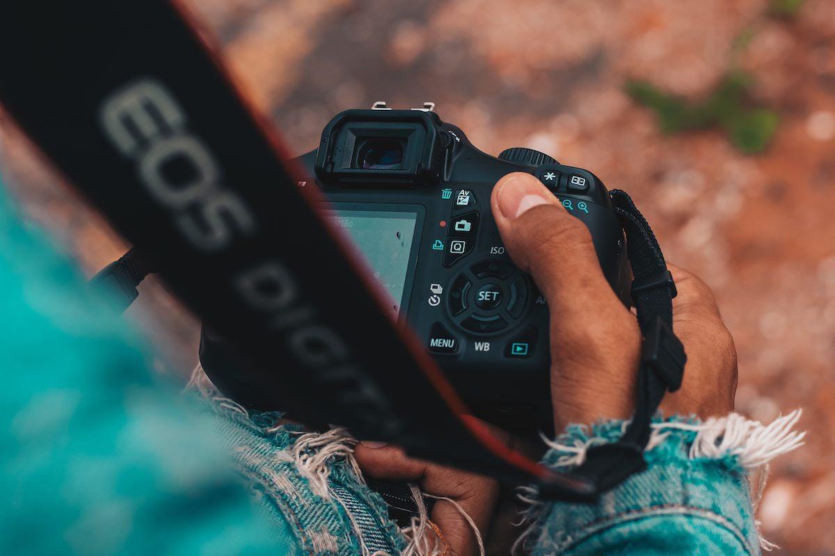 hand-holding-camera.jpg