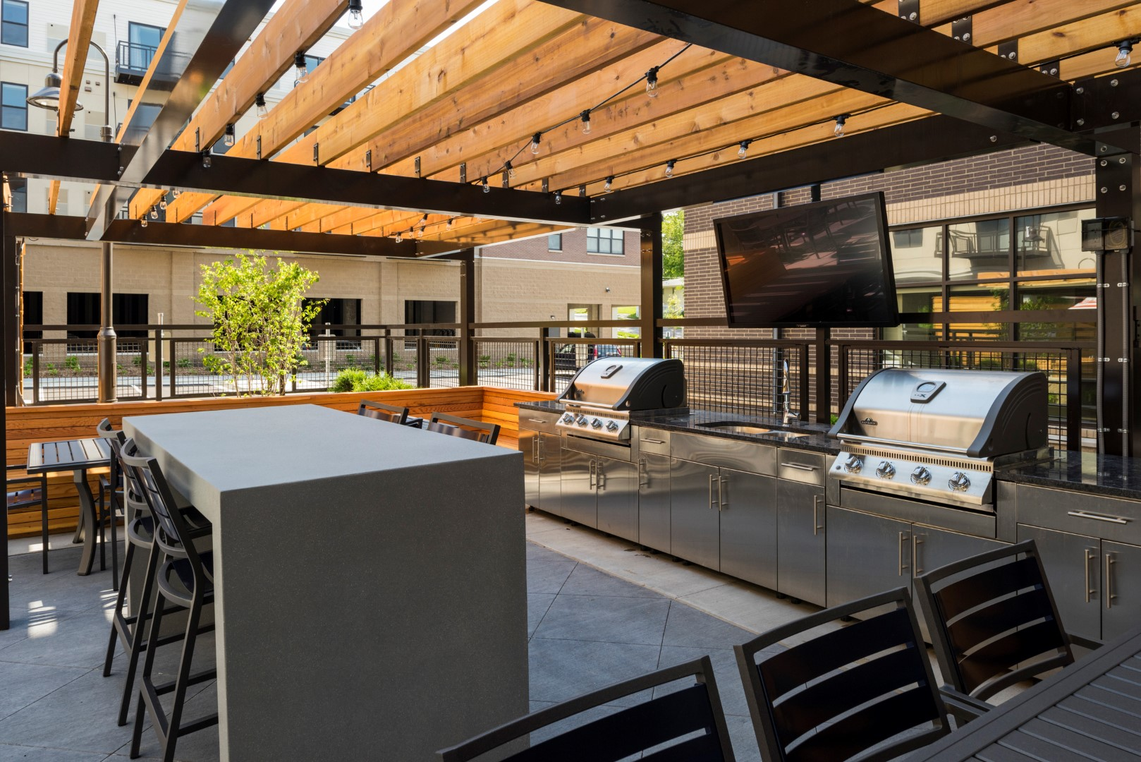 The Shoreham Apartments in St Louis Park, MN_Exteriors and Amenties_Grilling Area.jpg