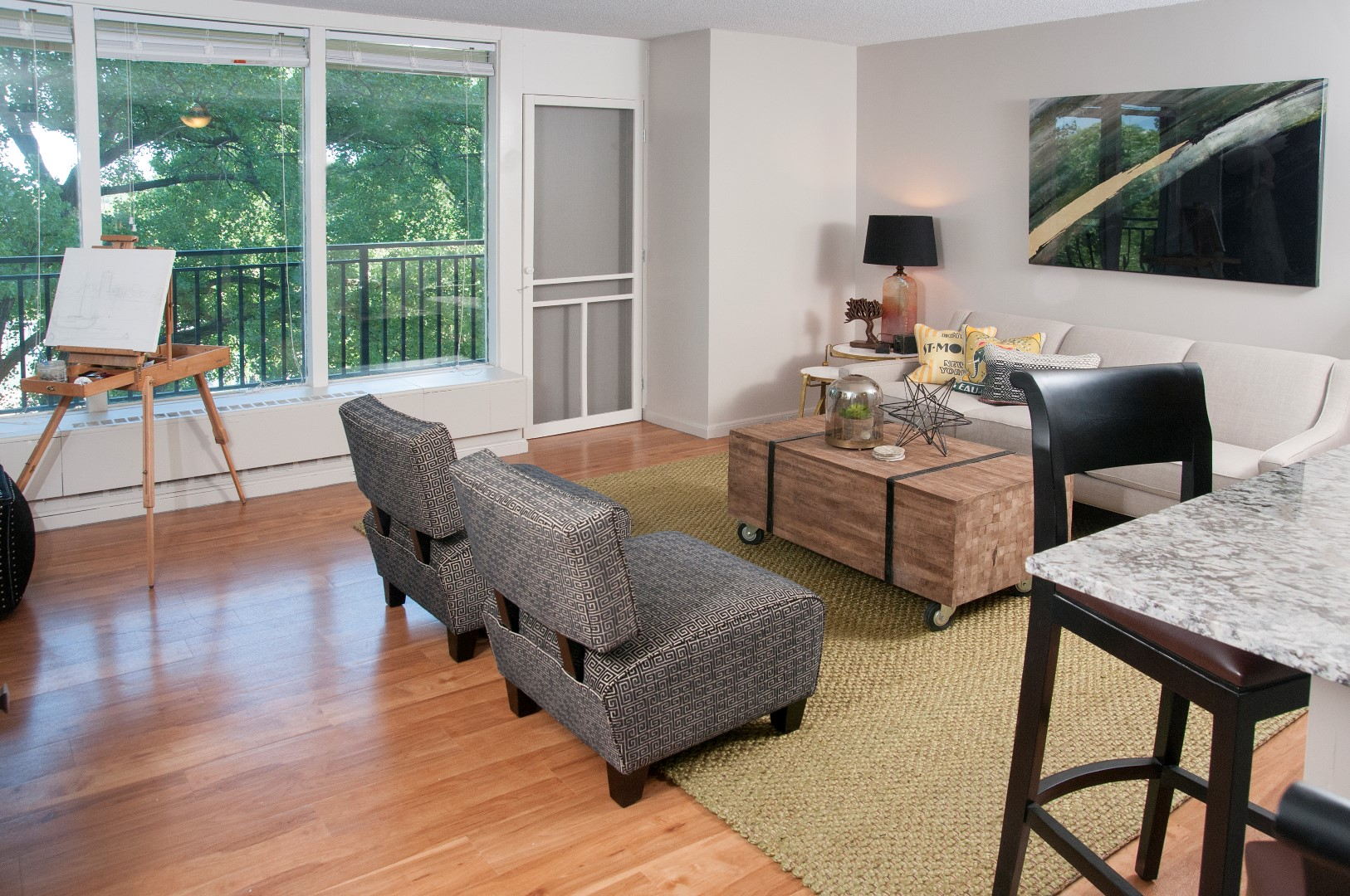 CalhounTowers_Minneapolis_MN_Livingroom_2.jpg