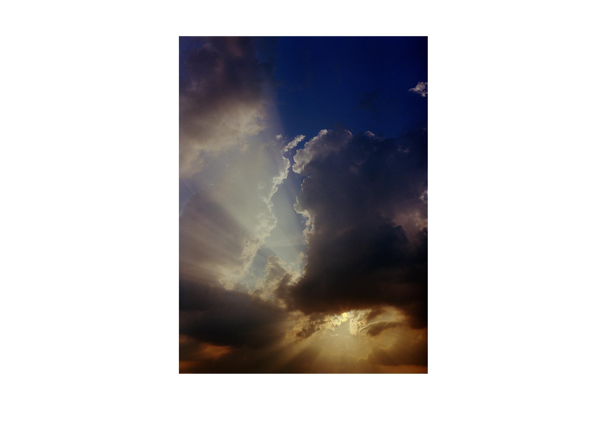 sun through clouds Hangang.jpg