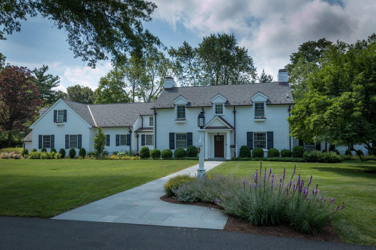 Beautiful and modern curb appeal in Randolph, NJ