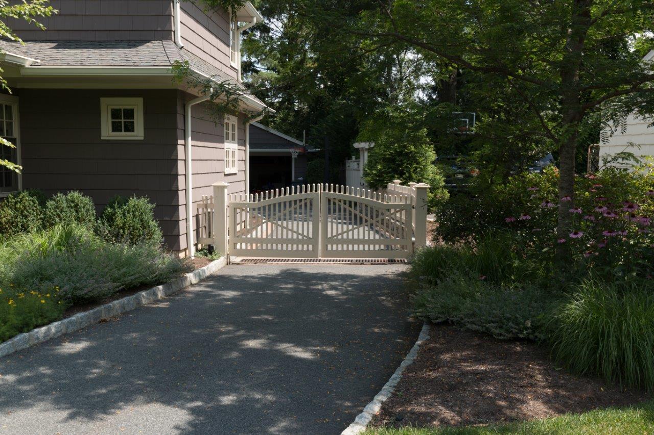 Wooden driveway gates in Randolph, NJ