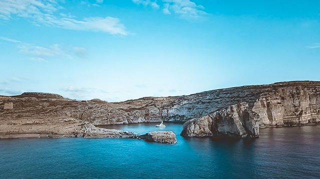 One of the most beautiful places I have travelled recently to is Malta. Here is a aerial picture from GOZO island #malta #love #instagood #photooftheday #fashion #beautiful #sonya7riii #danielpaul #danielpaulphotography #wedding #Photography##happy #tbt #like4like #sonyshooter #sonycamera #portraits #travelphotography #picoftheday #follow #instagram #instalove #gozoisland #maltatravel @yellowmalta #maltatourism #drone #dronestagram #MavicPro