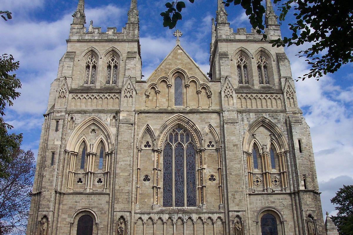 1200px-Selby_abbey.jpg