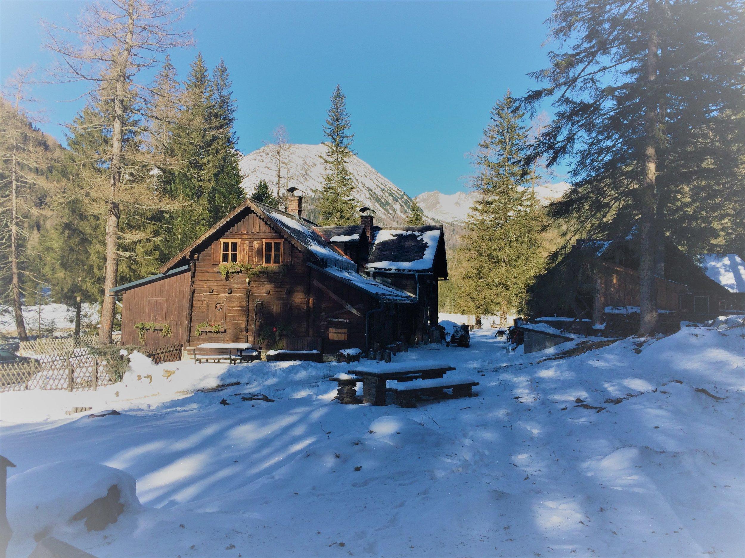Esee Haupthaus Winter Icarus.jpg
