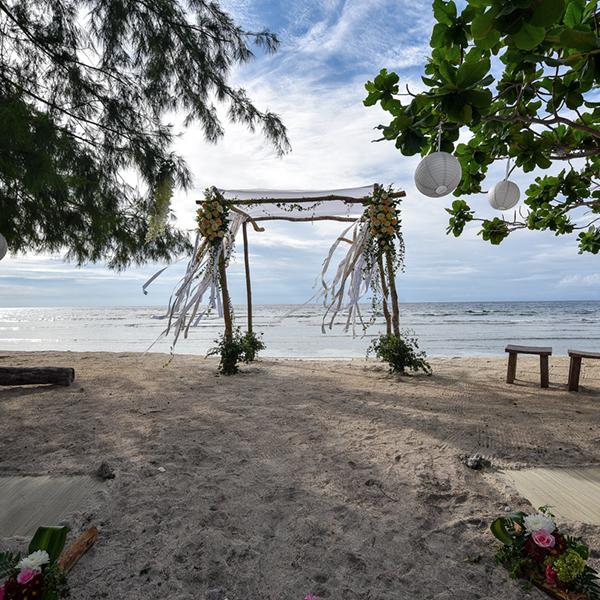 Un lieu tout simplement magique pour réunir sa famille, ses amis et y célébrer un mariage sur la plage. Bref ! L'endroit idéal pour se détendre avant et pendant le jour J.