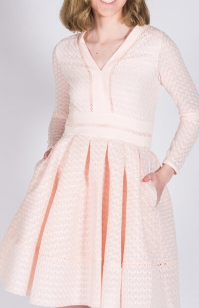 Location-vêtements-mariage-Jules-et-moi-robe-rose-courte-Maje-2.jpg