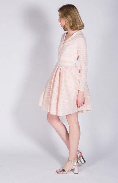 Location-vêtements-mariage-Jules-et-moi-robe-rose-courte-Maje-5.jpg