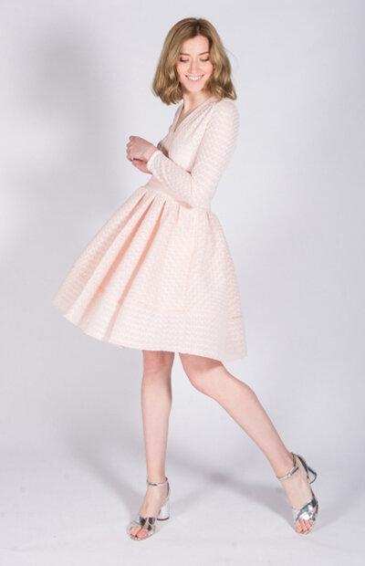 Location-vêtements-mariage-Jules-et-moi-robe-rose-courte-Maje-6.jpg