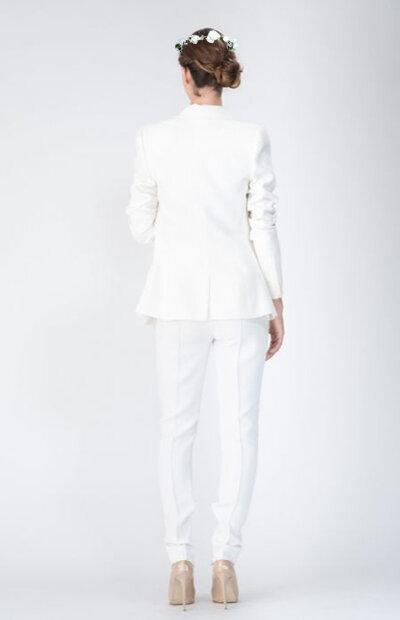 Location-vêtements-mariage-Jules-et-moi-smoking-blanc-ALEXANDRE VAUTHIER-mise-in-situ-2.jpg