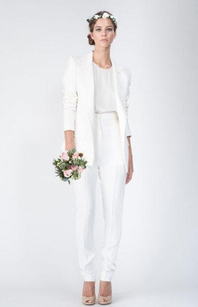 Location-vêtements-mariage-Jules-et-moi-smoking-blanc-ALEXANDRE VAUTHIER-mise-in-situ.jpg