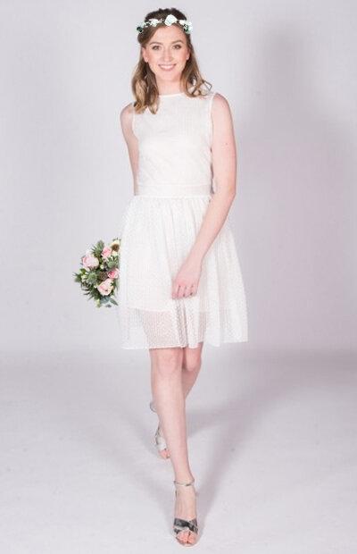 Location-vêtements-mariage-Jules-et-moi-robe-blanche-DIOR-couronne.jpg