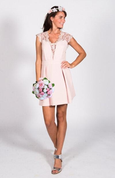 Location-vêtements-mariage-Jules-et-moi-robe-rose-bcb-courone.jpg