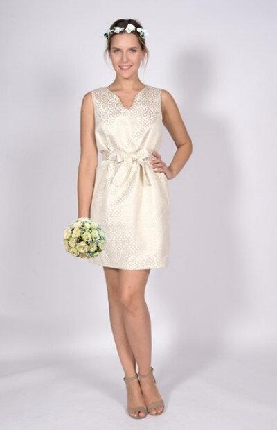 Location-vêtements-mariage-Jules-et-moi-robe-blanche-CHATTAWAK-couronne.jpg