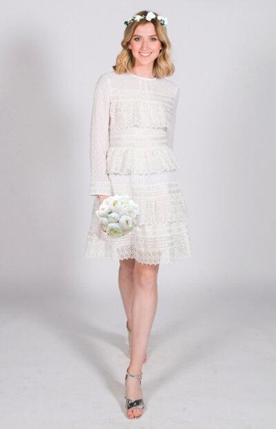 Location-vêtements-mariage-Jules-et-moi-robe-blanche-courte-Maje-couronne.jpg