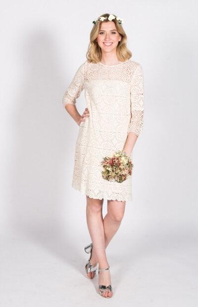 Location-vêtements-mariage-Jules-et-moi-robe-blanche-Ba&sh-couronne.jpg