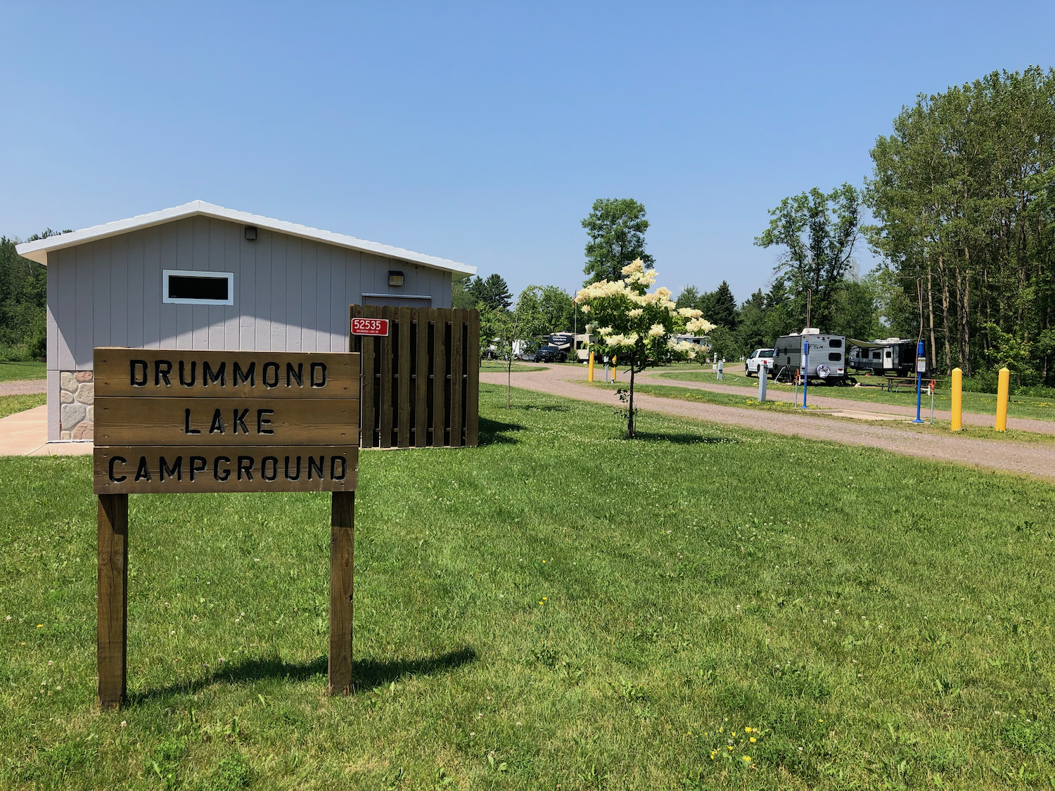 Facilities & Rates - 17 RV SITES, 2 HANDICAP-ACCESSIBLE11 full-hook-up sites, 4 are seasonal, one is a drive through6 electric only sitesSites include a picnic table and a fire pitPay station onsiteDump stationRestroom facilities, flush toiletsCoin-operated showersDaily: $28.00 for full hook-up, $22.00 for electric onlyWeekly: $168.00 for full hook-up, $132.00 for electric onlySeasonal: $1,800.00 for full hook-up, $1,500.00 for electric onlyDownload/Print Seasonal Site Lease AgreementDump Station: $5.00 per useShower: $1.75 for 5 minutes