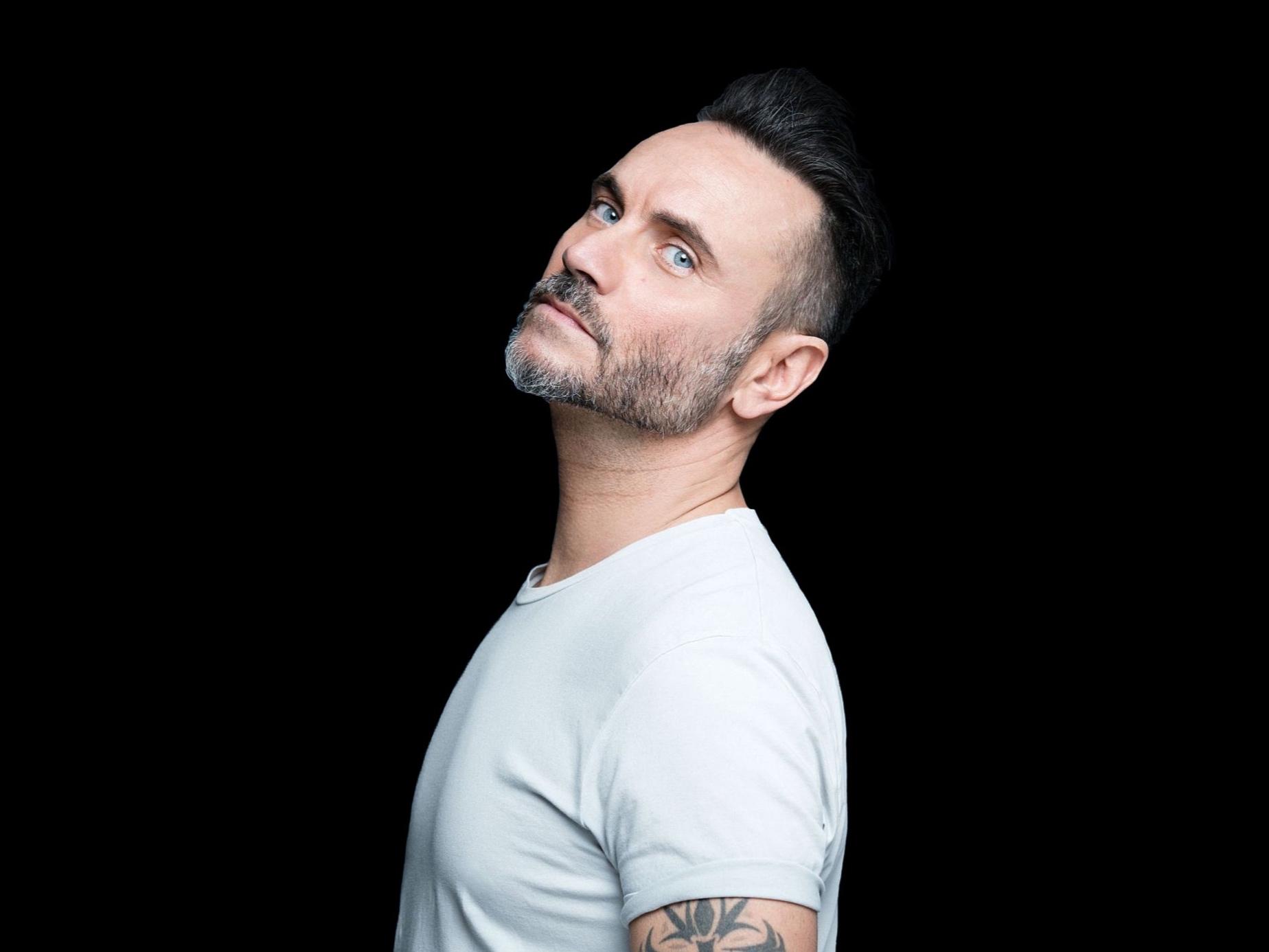 NEK - Nach über 25 Jahren auf der Bühne begeistert der italienische Pop-Rock Musiker NEK mit seinem aktuellen Album die Fans.
