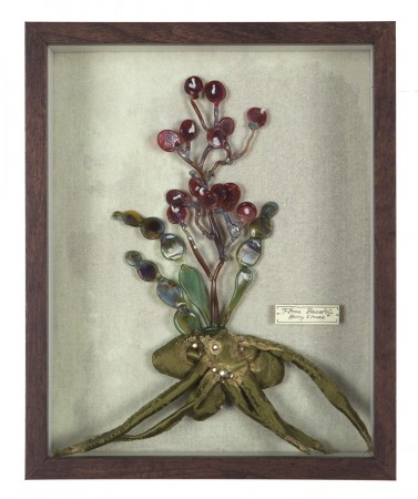 Katerina Lanfranco, Flora Baca (Berry Flower), 2016, mixed media and flameworked glass , 10.5 x 8.5 inches