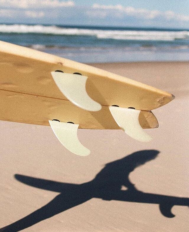 Wednesday dreaaaaaming 🌈 📷 by super talented mega babe @jenniebjurenheim . . #findingslow #surf #surfart #consciousliving