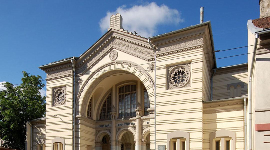 Lithuania-Vilnius-Synogoue-Closes..JPG