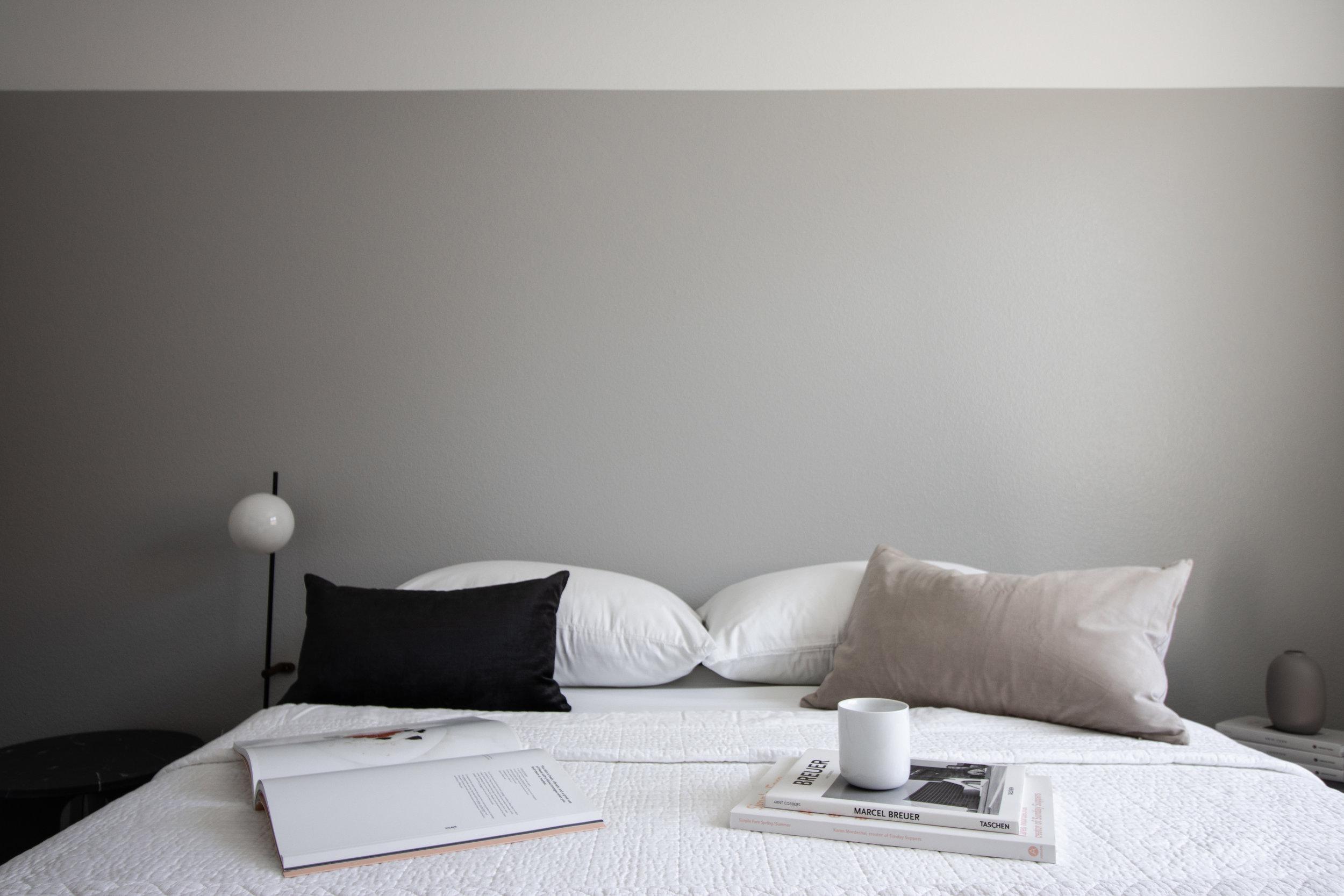 Grey tones in a nordic guest bedroom