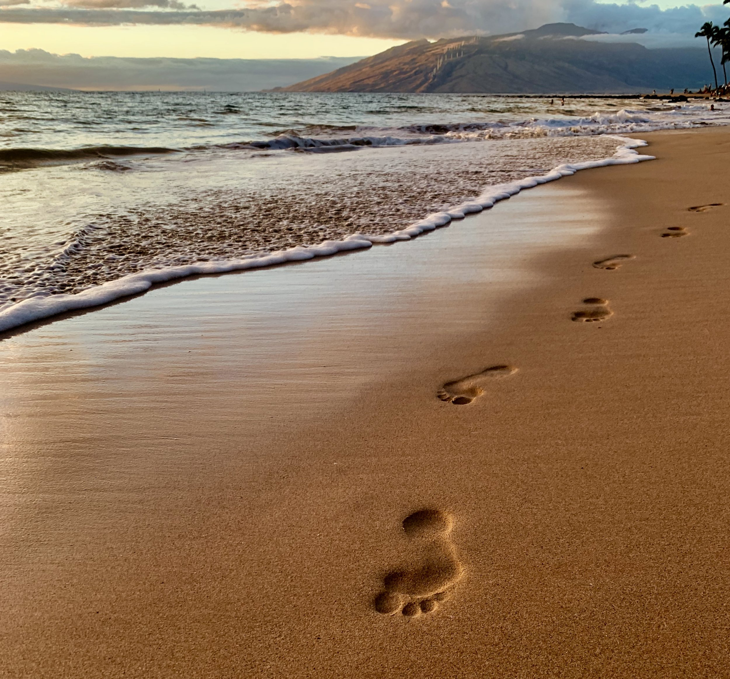 Blue_Soul_Maui_Beach_Footsteps.jpg