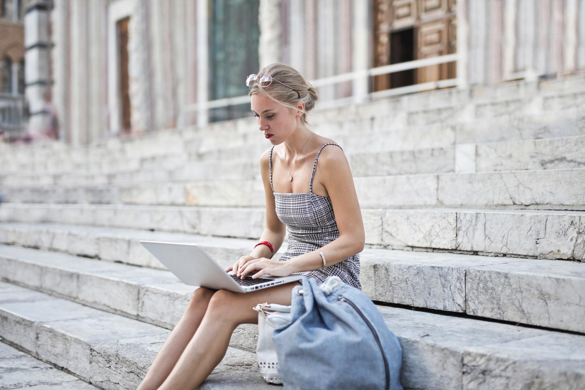 bag-computer-dress-2098182.jpg