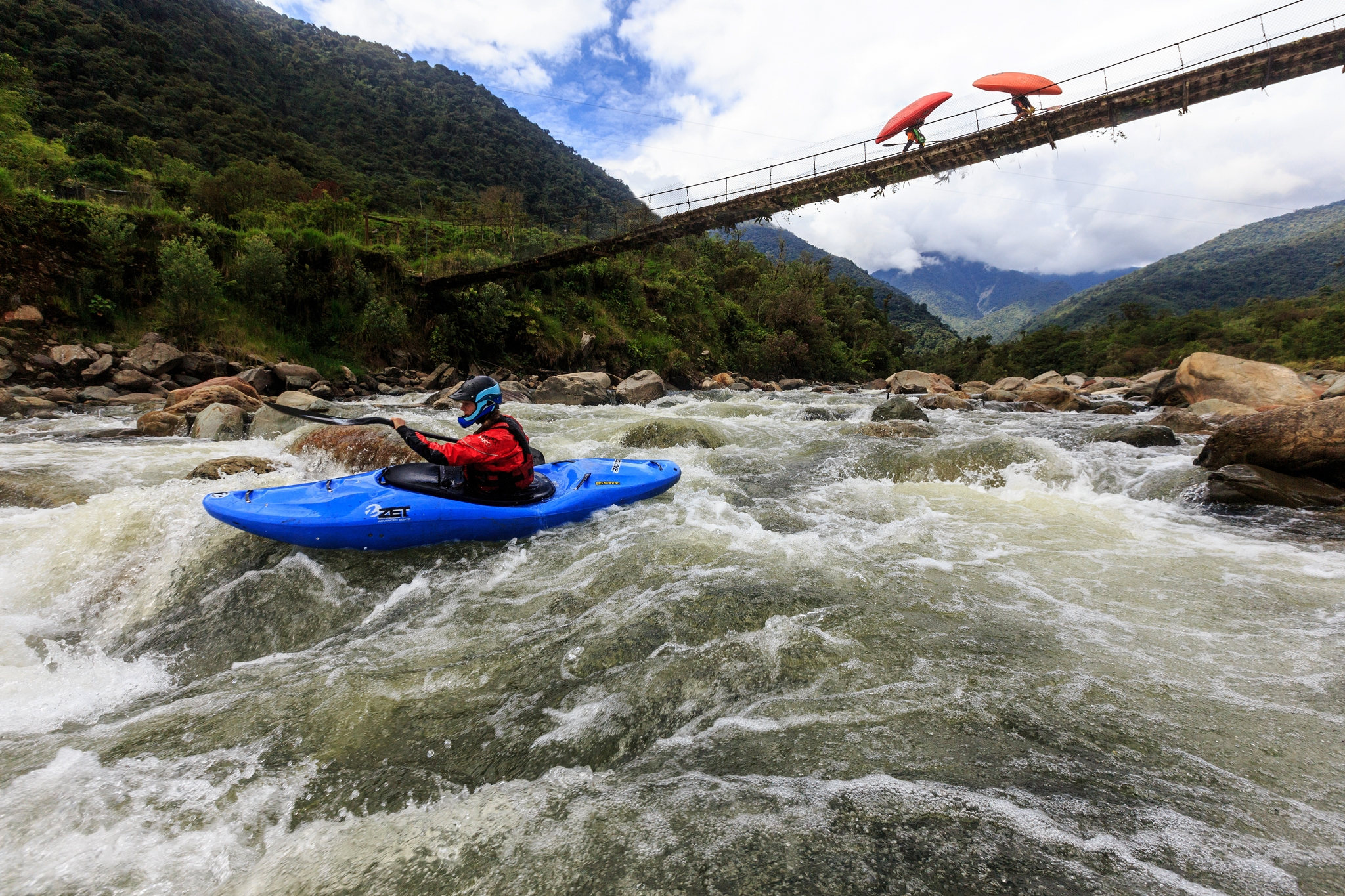 Custom guided trips - The best kayaking experience with the most professional local kayakers, have a unique experience and support our efforts to defend rivers in Ecuador. Your trip supports the ERI Ecuadorian River Institute.