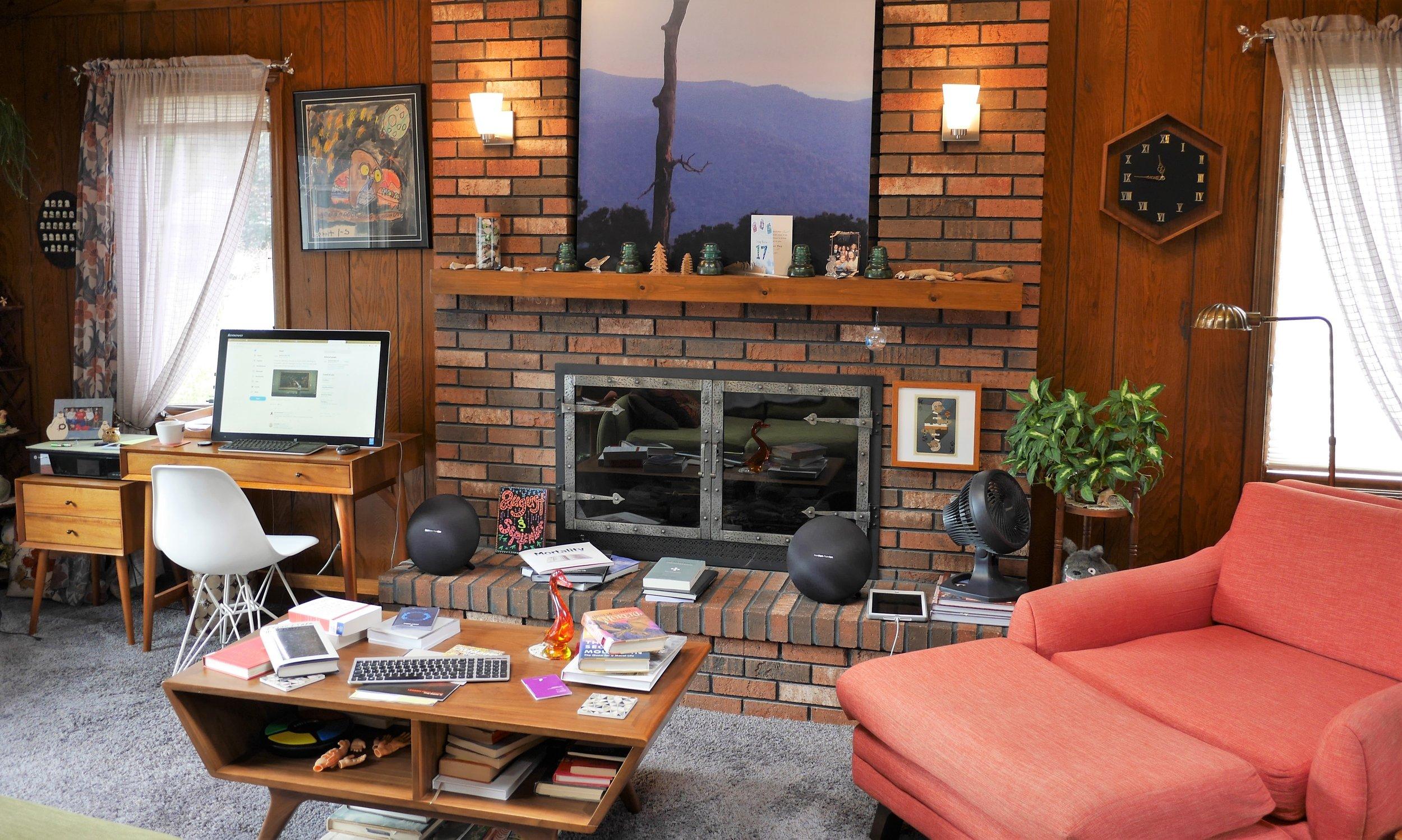 Klyn family livingroom